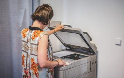 Tiskárna v prostoru coworkingu Pracovny R51 v Riegrově 51