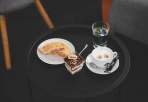 Slaný závin, tiramisu a káva složení coffee breaku 2