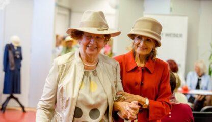 Účastnice módní přehlídky seniors defilé v Riegrově 51