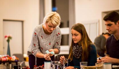 Workshop na balení dárků během festivalu Inspiromat v Riegrově 51